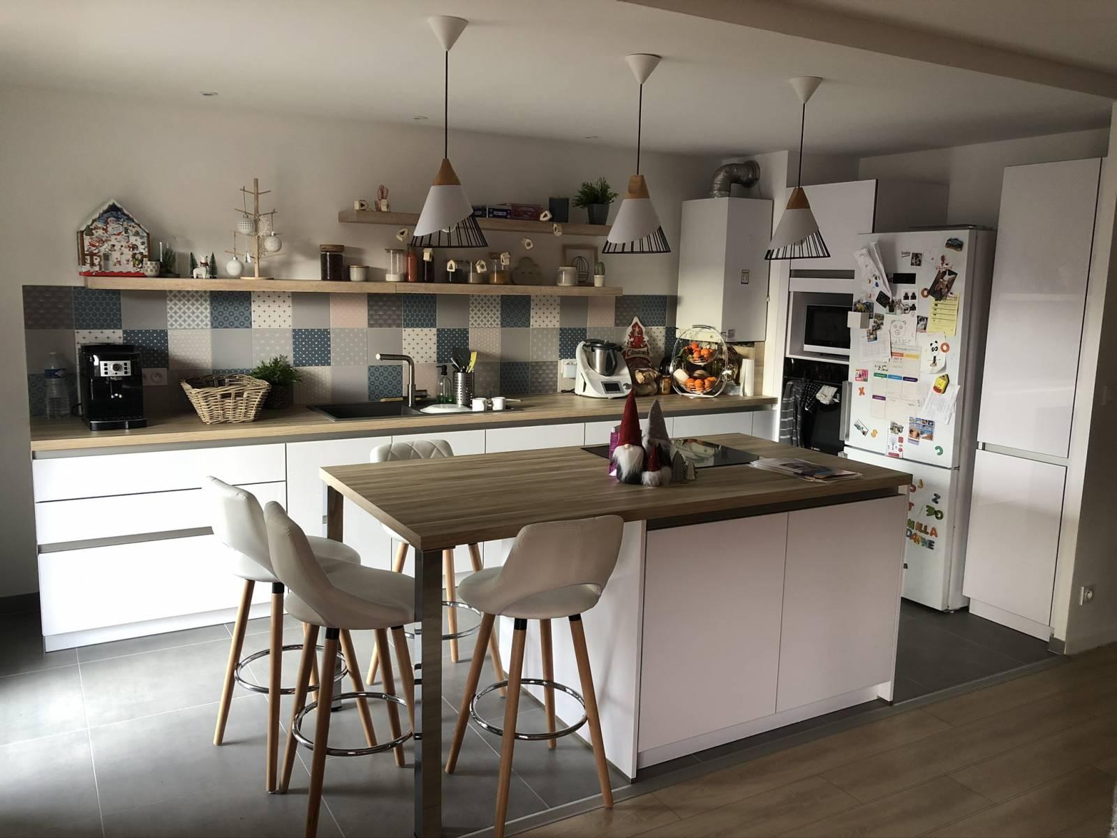 Idée d'agencement de cuisine avec ilot central et table à Lyon ...