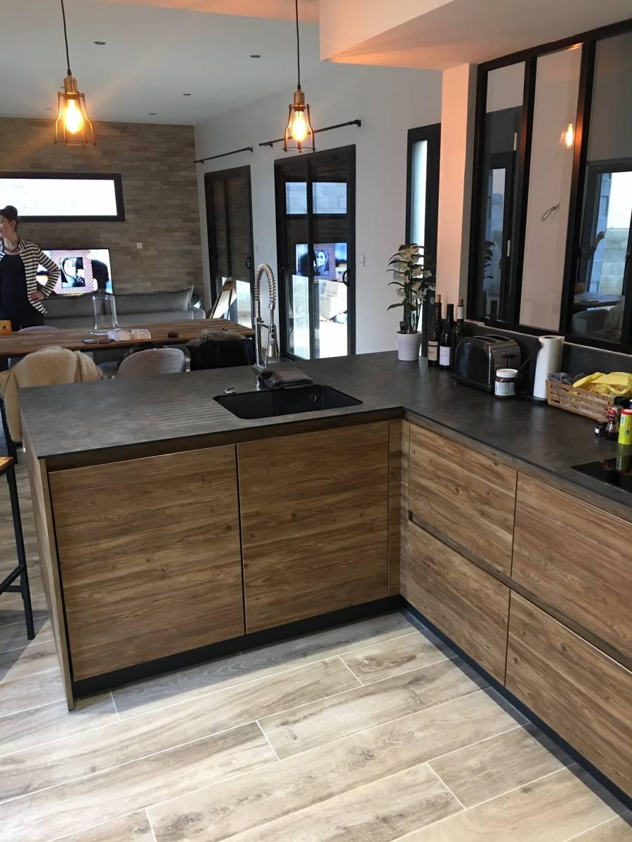 cuisine bois avec verriere lyon cuisiniste haut de gamme lyon am nagement cuisine. Black Bedroom Furniture Sets. Home Design Ideas