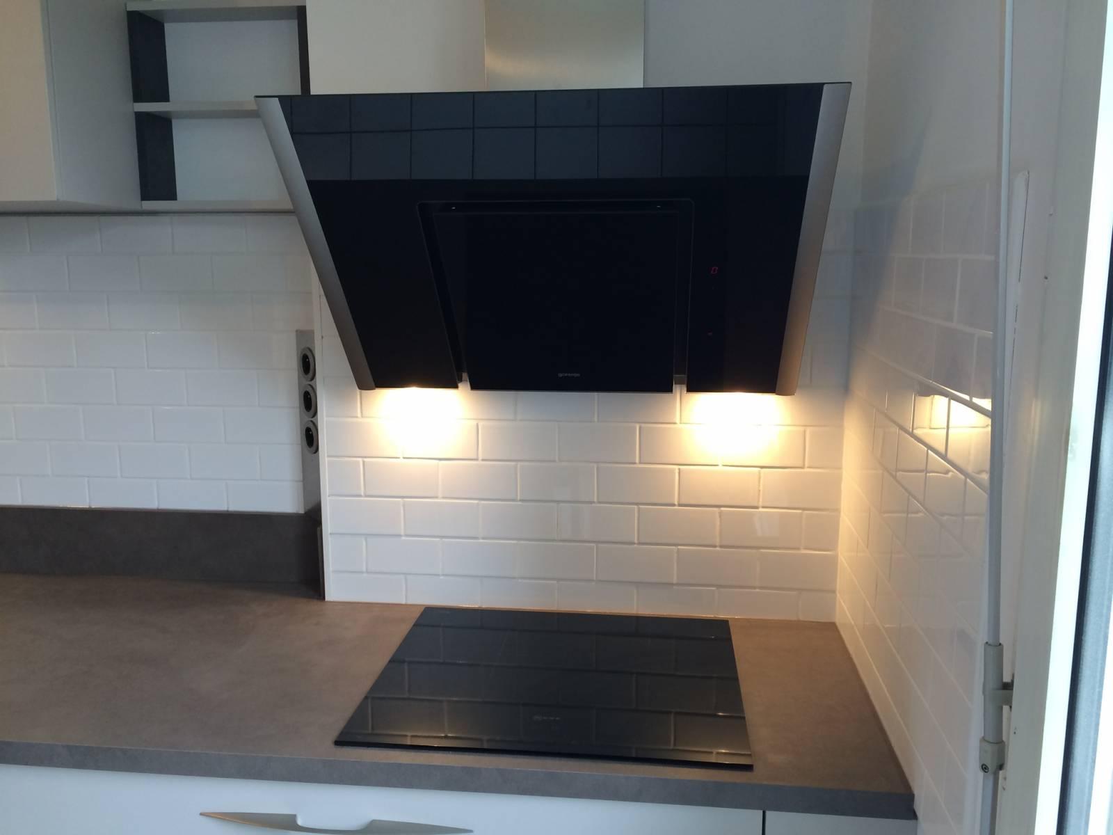 cuisine moderne blanche villeurbanne cuisiniste haut de gamme lyon am nagement cuisine. Black Bedroom Furniture Sets. Home Design Ideas