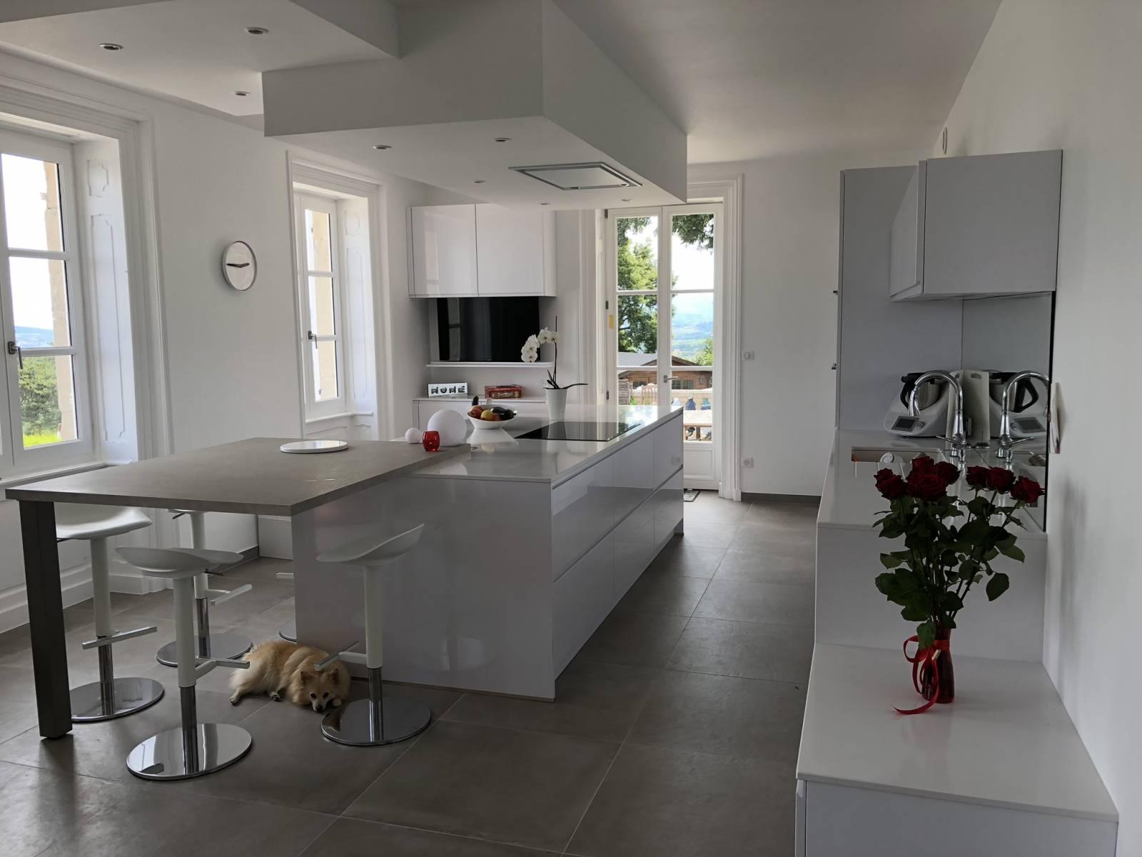 Cuisine blanche laqu e ecully cuisiniste haut de gamme lyon am nagement cuisine - Cuisine blanche laquee ...