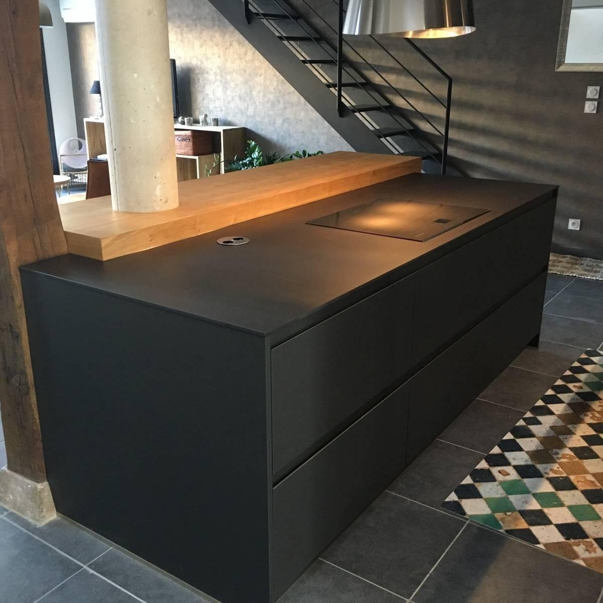 cuisine ouverte en fenix noir a lyon cuisiniste haut de. Black Bedroom Furniture Sets. Home Design Ideas