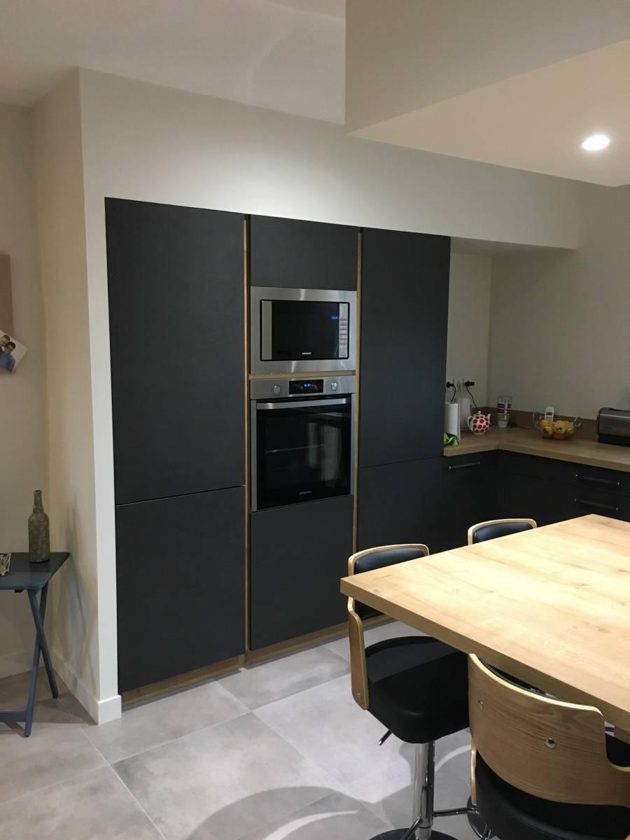 cuisine noire et bois avec ilot a lyon cuisiniste haut de gamme lyon am nagement cuisine. Black Bedroom Furniture Sets. Home Design Ideas