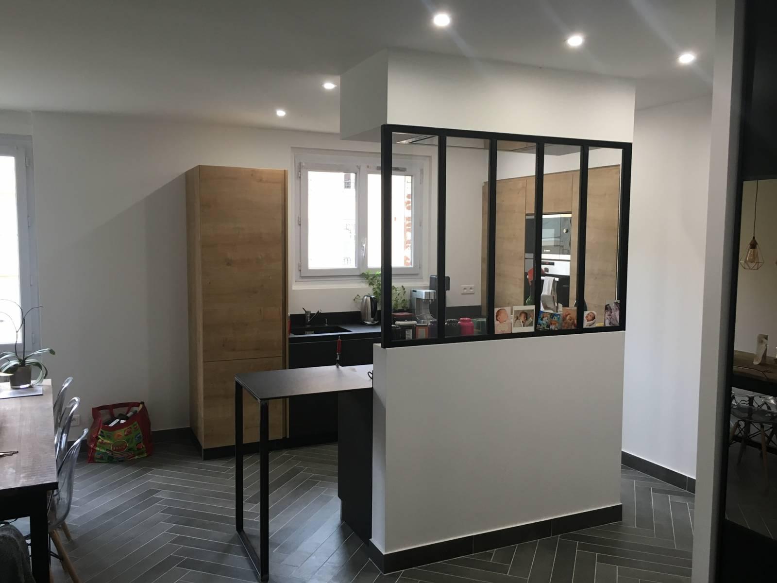 cuisine moderne bois et noire avec verriere sur mesure a lyon cuisiniste haut de gamme lyon. Black Bedroom Furniture Sets. Home Design Ideas