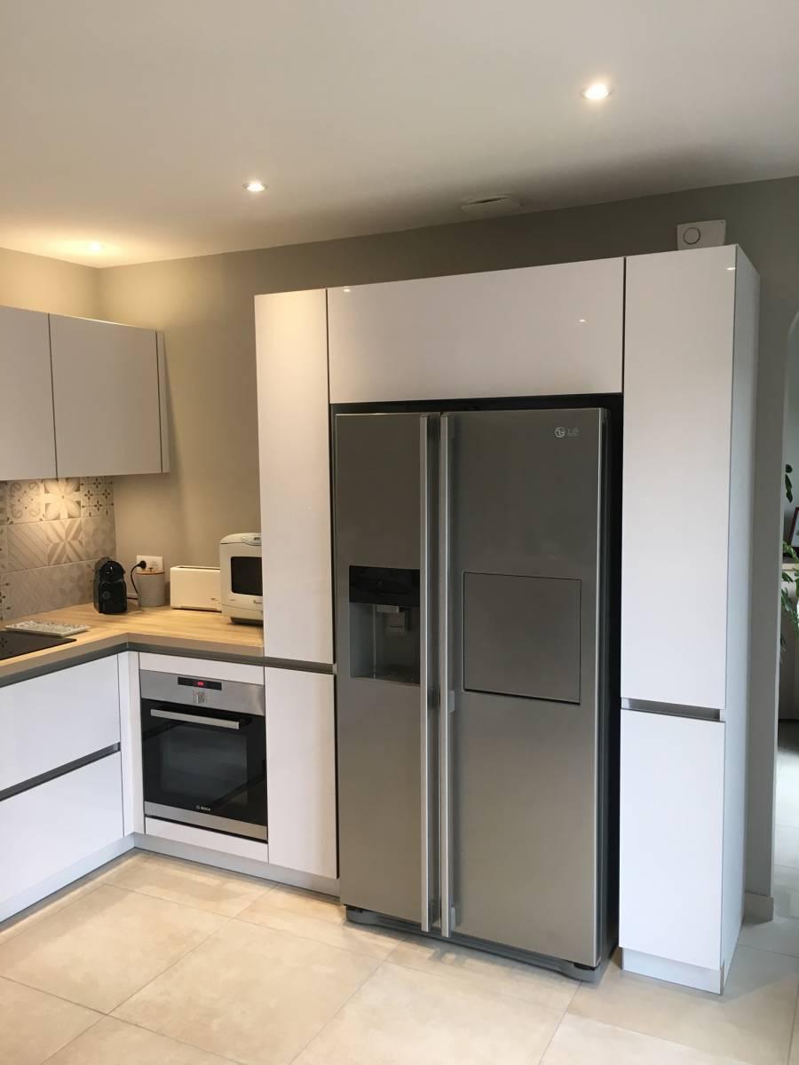 cuisine blanche et bois clair sur mesure tassin la demi lune cuisiniste haut de gamme lyon. Black Bedroom Furniture Sets. Home Design Ideas