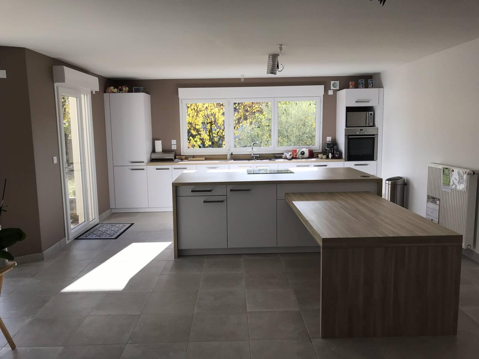 lot de cuisine avec coin repas saint priest cuisiniste haut de gamme lyon am nagement. Black Bedroom Furniture Sets. Home Design Ideas
