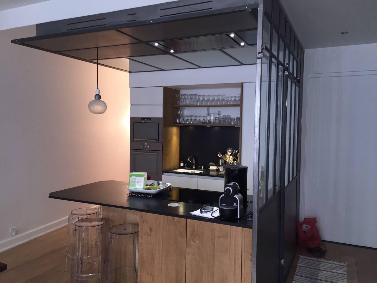 cuisine bois avec verriere tassin la demi lune cuisiniste haut de gamme lyon am nagement. Black Bedroom Furniture Sets. Home Design Ideas