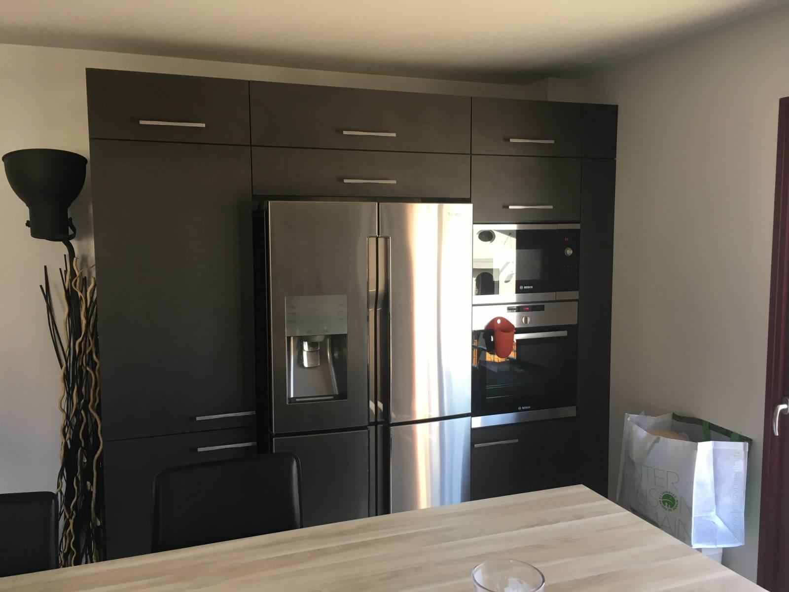 cuisine noire et bois a saint priest cuisiniste haut de gamme lyon am nagement cuisine. Black Bedroom Furniture Sets. Home Design Ideas