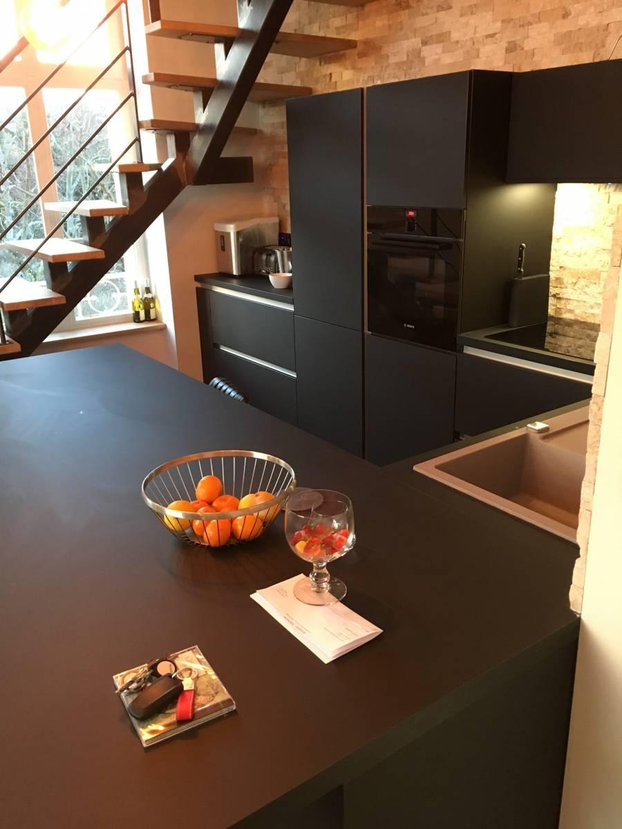 cuisine fenix noir a tassin la demi lune cuisiniste haut de gamme lyon am nagement cuisine. Black Bedroom Furniture Sets. Home Design Ideas