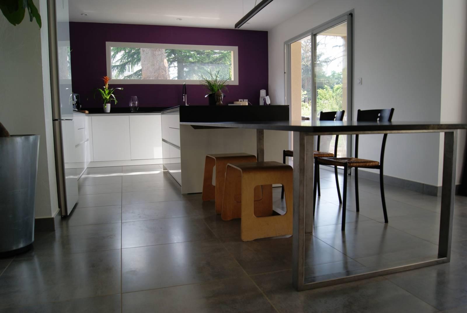 cuisine avec plan de travail en granit saint priest. Black Bedroom Furniture Sets. Home Design Ideas