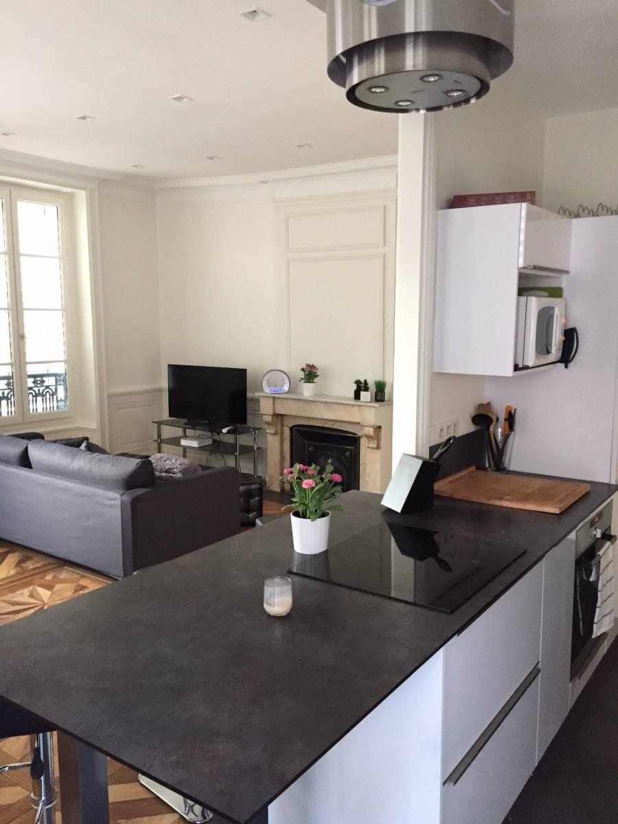 cuisine quip e blanche lyon cuisiniste haut de gamme lyon am nagement cuisine. Black Bedroom Furniture Sets. Home Design Ideas