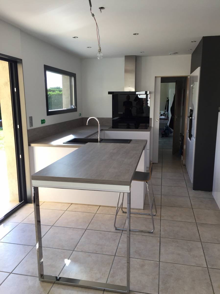 cuisine avec coin repas lyon cuisiniste haut de gamme lyon am nagement cuisine. Black Bedroom Furniture Sets. Home Design Ideas