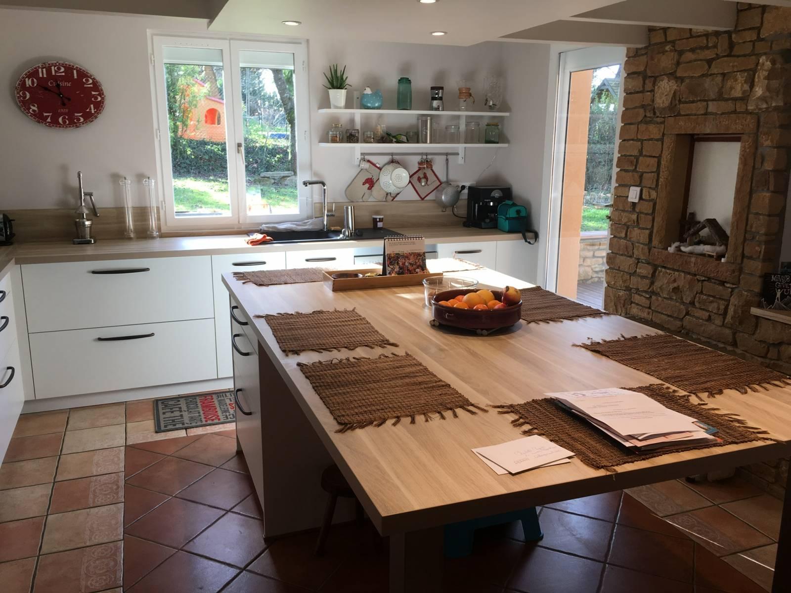 Idee D Agencement De Cuisine Avec Ilot Central Et Table A Lyon