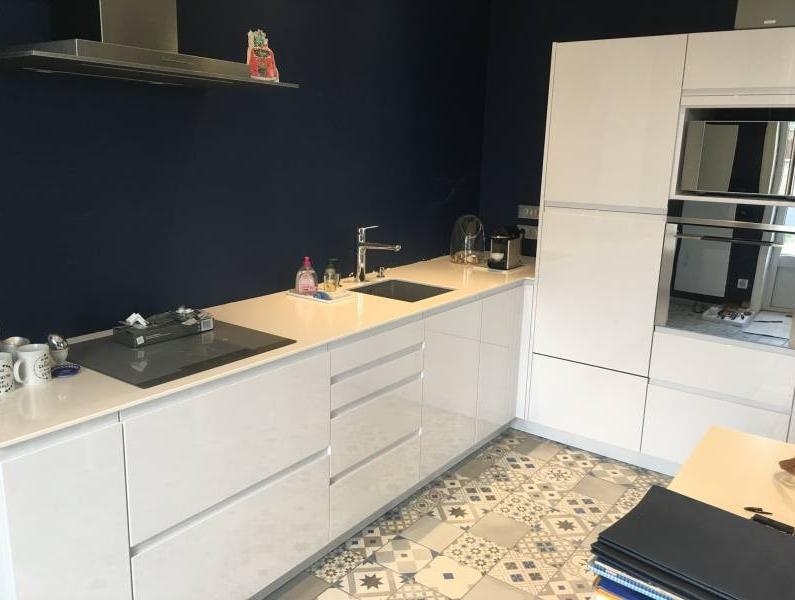 cuisine blanc laqu e avec carreaux ciment lyon 6 cuisiniste haut de gamme lyon. Black Bedroom Furniture Sets. Home Design Ideas